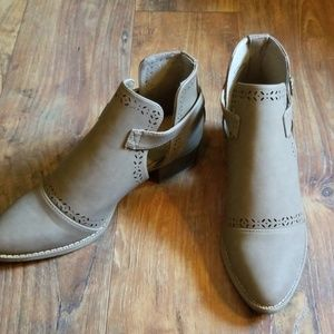 Shoes - NWOT❤Ankle booties